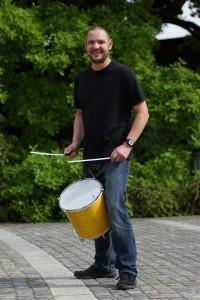 Ulrich Bammer trommelnd - www.Latin-Rhythm.de