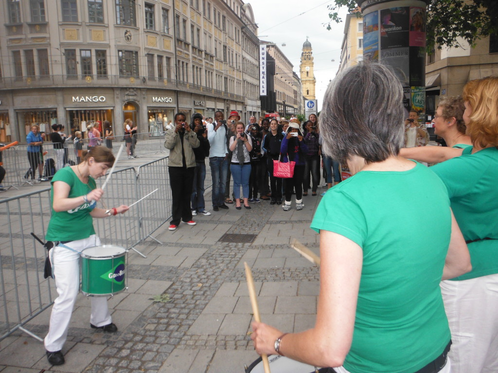 +2013-06-23 Go-Brazil Stadtlauf München (1)