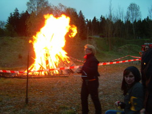 Pura Vida, Sambatrommeln beim Maifeuer