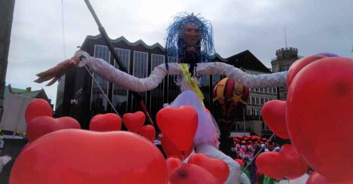 Luana, Königin der Herzen beim Sambakarneval
